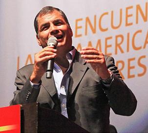 Correa richiama a difendere la democrazia dalle minacce