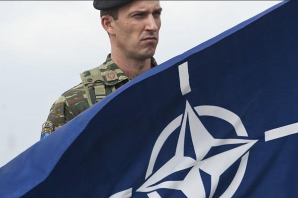 Der Freitag: lo scioglimento della NATO sarebbe un bene per la pace