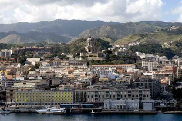 Potere, affari, massoneria Viaggio nell'immutabile Messina