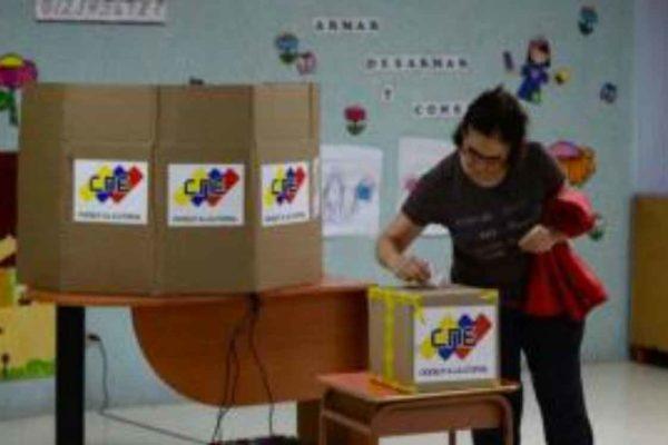 La Rivoluzione Bolivariana del Venezuela ha ottenuto 17 di 22 governatorati