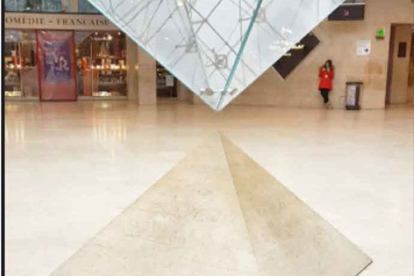 Carlo De Benedetti o la piramide superiore?