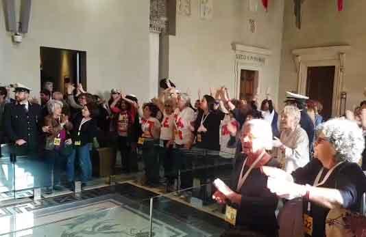 Roma, approvata mozione M5S per chiudere la Casa Internazionale delle Donne: bagarre in aula
