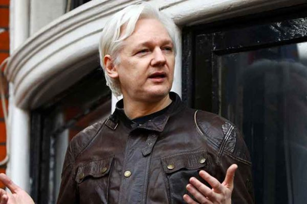 Media: Assange intende fare causa il governo dell'Ecuador