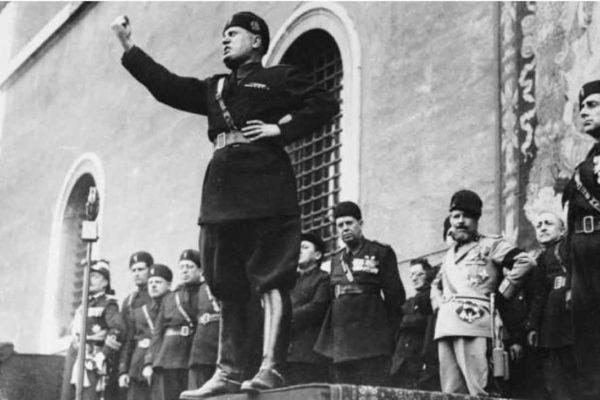L'Anpi alla Mussolini: suo nonno era un criminale si rassegni