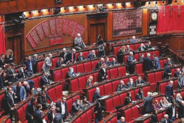 """""""Via l'art. 81 dalla Carta: sovrano è il Parlamento, non i mercati"""""""