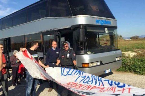 Stato di polizia: fermati i pullman diretti alla manifestazione antirazzista