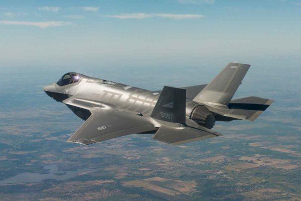 """I caccia """"invisibili"""" americani F-35 lampeggiano sui radar come gli aerei civili"""