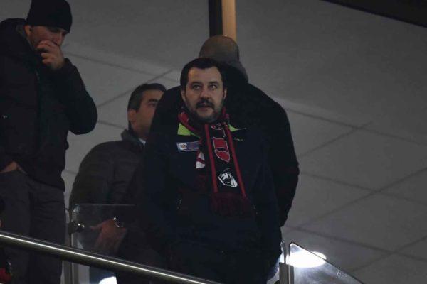 Cosa ci fa Salvini con un capo ultrà pluri-condannato? Il ministro risponda (oppure si dimetta)