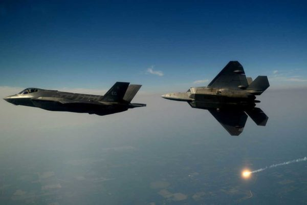 F-35, Merkel blocca l'acquisto. L'Italia invece conferma: noi li compreremo