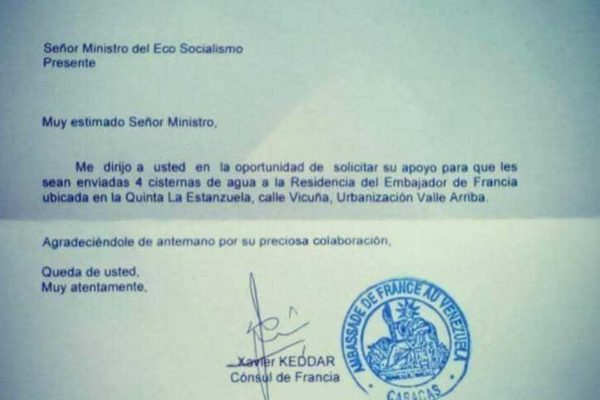 L'Ambasciata francese in Venezuela resta senz'acqua e chiede aiuto a Maduro. Ma non era Guaidò il presidente riconosciuto dai francesi?