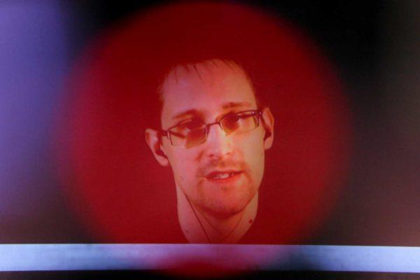 """Snowden avverte l'Italia: """"Le spie Usa vi influenzano"""""""