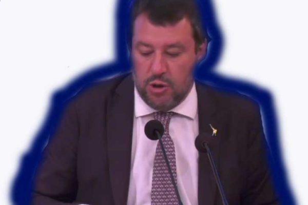 Salvini, il campione di assenteismo, accusa Conte (senza mascherina):