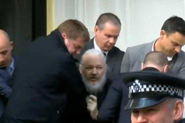 Giornalisti da tutto il mondo condannano l'azione giudiziaria contro Julian Assange