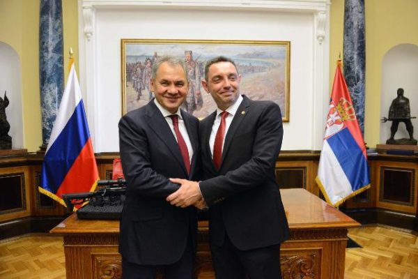 La Serbia rafforza la collaborazione militare con Russia e Cina, per prevenire nuove destabilizzazioni nell'area, usando il Kosovo