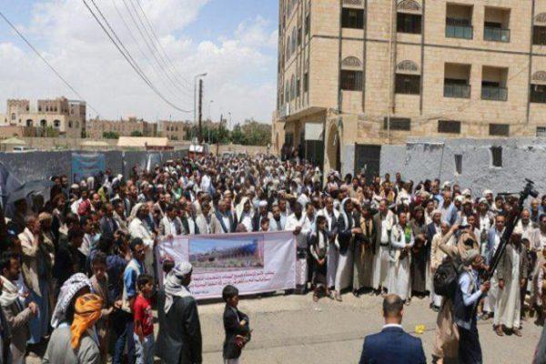 Anche i lavoratori yemeniti del petrolio protestano contro l'aggressione saudita-statunitense, di fronte al palazzo delle Nazioni Unite