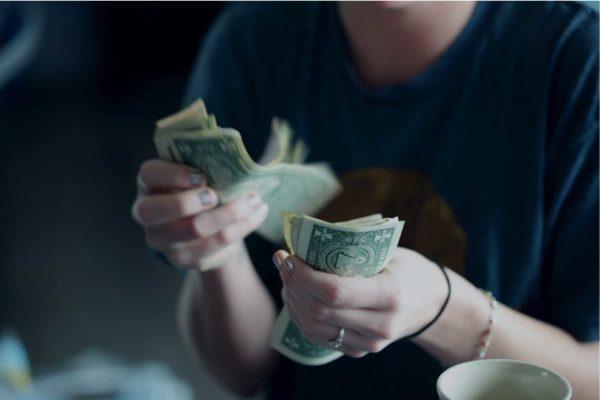 $ come mezzo di pagamento internazionale