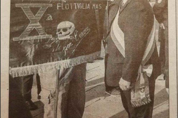 Vergogna a Trieste: il labaro della X Mas in una cerimonia pubblica