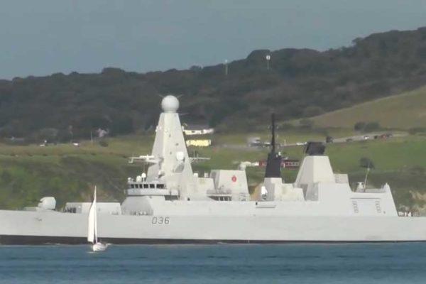 Mar Nero, russi sparano colpi di avvertimento contro una nave britannica