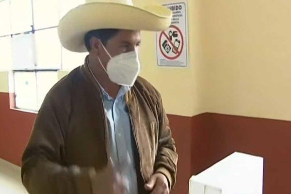 Finalmente è ufficiale: il maestro socialista Castillo è il nuovo presidente del Perù