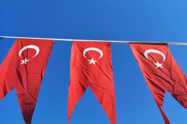 Erdogan incontenibile minaccia di cacciare dieci ambasciatori e incrimina giornalisti