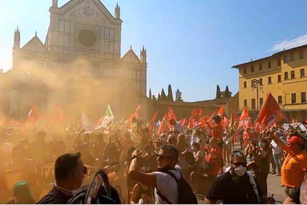 Migliaia in corteo a Firenze contro i licenziamenti della Gkn