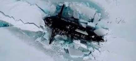 Tre sottomarini russi emergono dai ghiacci del Polo Nord